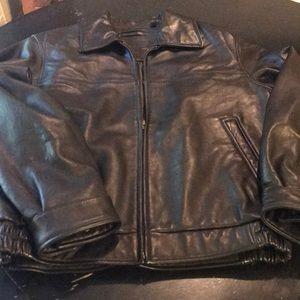 Looks New Men's Med Roundtree Black Leather Coat